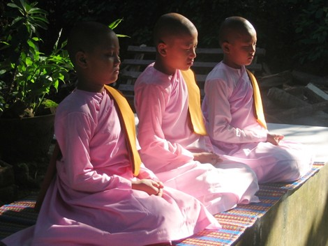 3 nuns in meditation